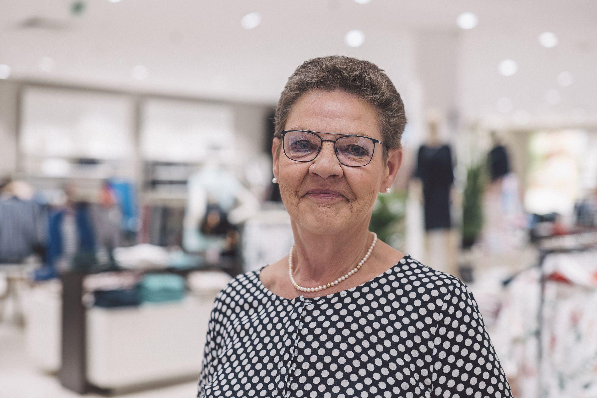 ModehausKuhn-AnitaBlank